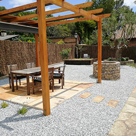 Renovació de jardí i construcció d'una pèrgola